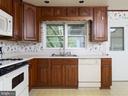 Kitchen - 5105 REDWING DR, ALEXANDRIA
