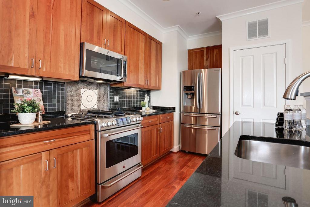 Kitchen with Granite counters - 1220 FILLMORE ST #PH11, ARLINGTON