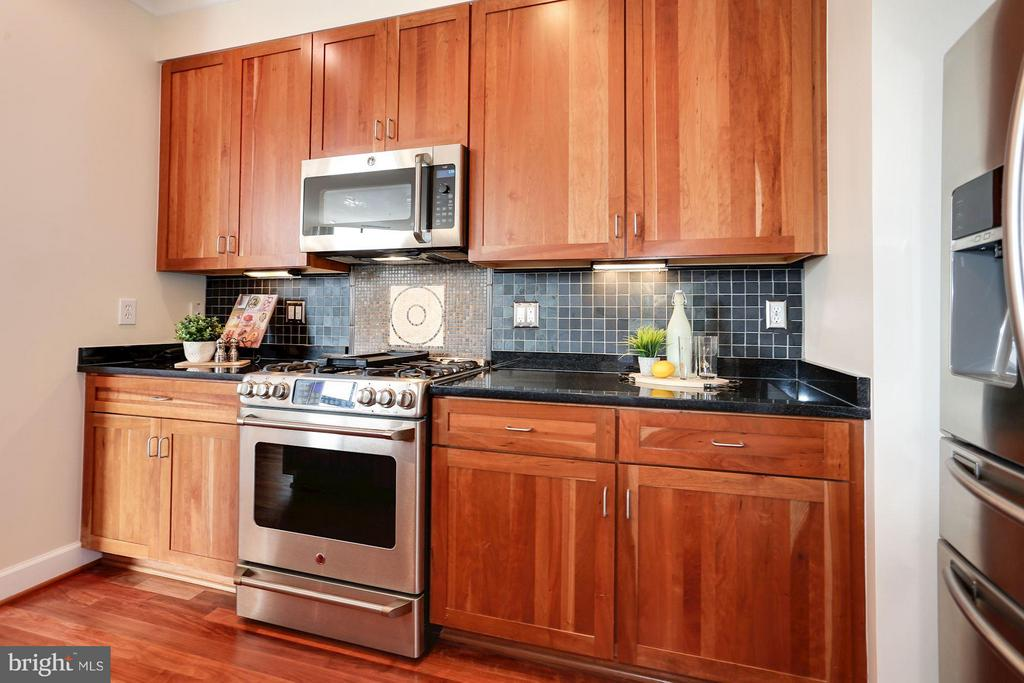 Kitchen with slate backsplash - 1220 FILLMORE ST #PH11, ARLINGTON