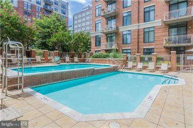 Beautiful Cascading Pool - 1220 FILLMORE ST #PH11, ARLINGTON