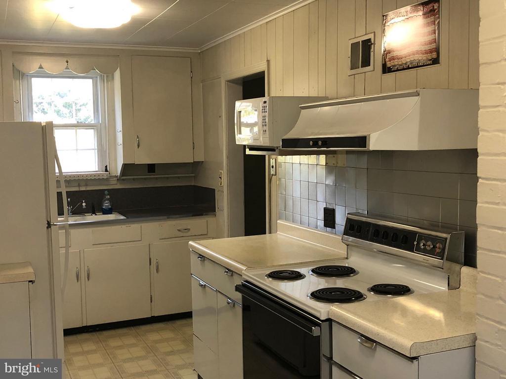 Kitchen - 10923 OAKWOOD DR, FAIRFAX