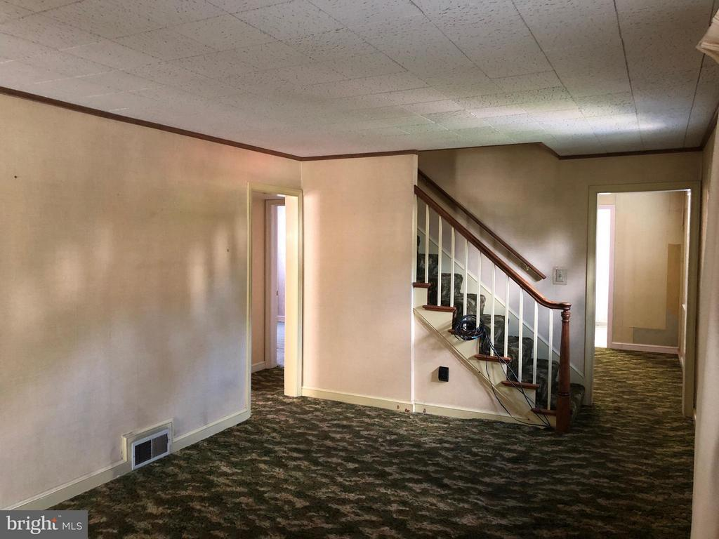 Hardwoods under carpet - 10923 OAKWOOD DR, FAIRFAX