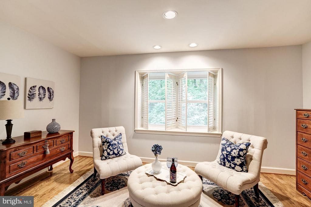 Master Bedroom - Sitting Area - 740 POTOMAC RIVER RD, MCLEAN
