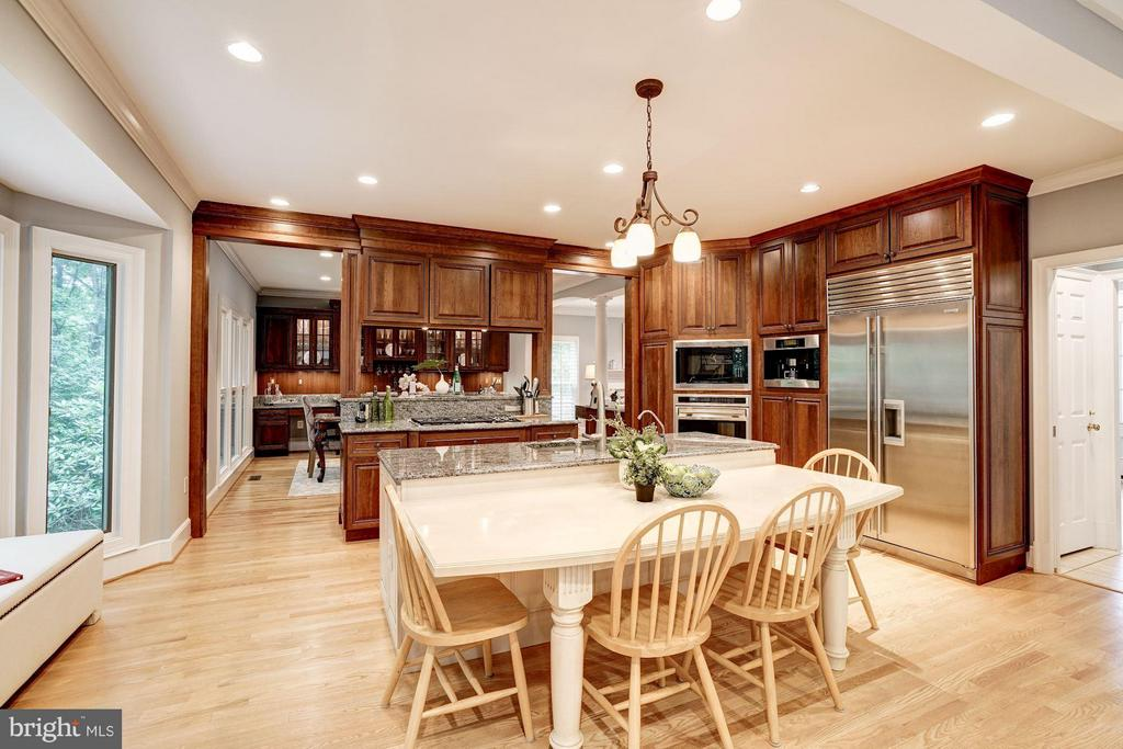 Kitchen w/ Granite Counters, Stainless Appliances - 740 POTOMAC RIVER RD, MCLEAN