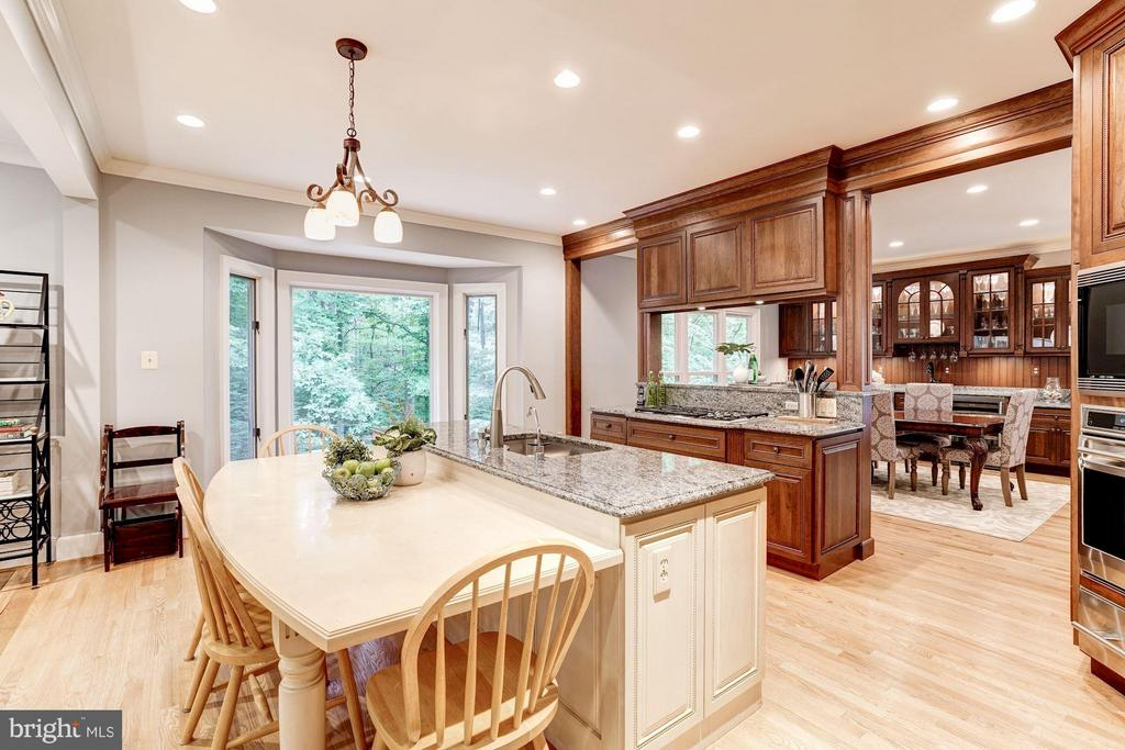 Kitchen w/ Island Dining Table - 740 POTOMAC RIVER RD, MCLEAN