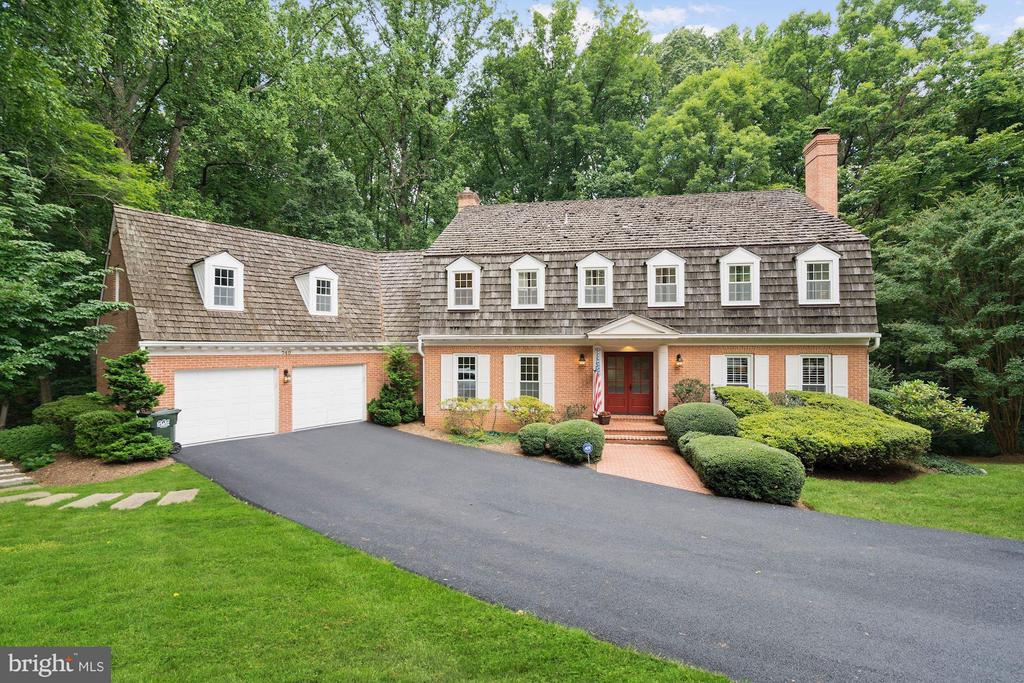 Custom bulit brick home - 740 POTOMAC RIVER RD, MCLEAN