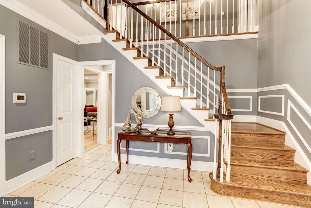 Tiled Entrance Foyer - 740 POTOMAC RIVER RD, MCLEAN