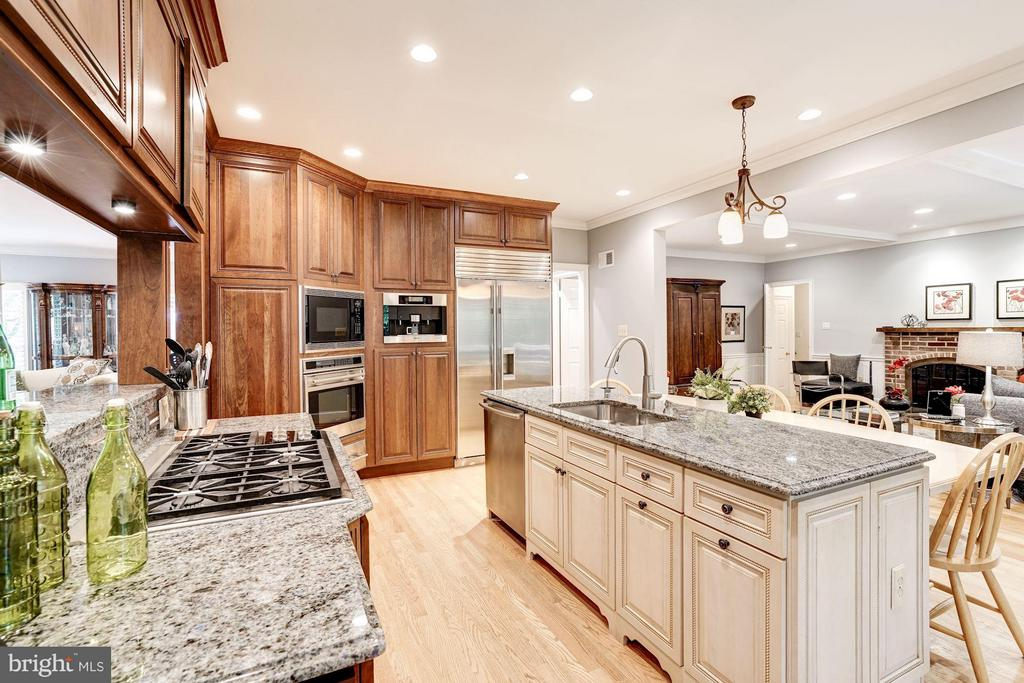 Kitchen 5 Burner Gas Cooking - 740 POTOMAC RIVER RD, MCLEAN