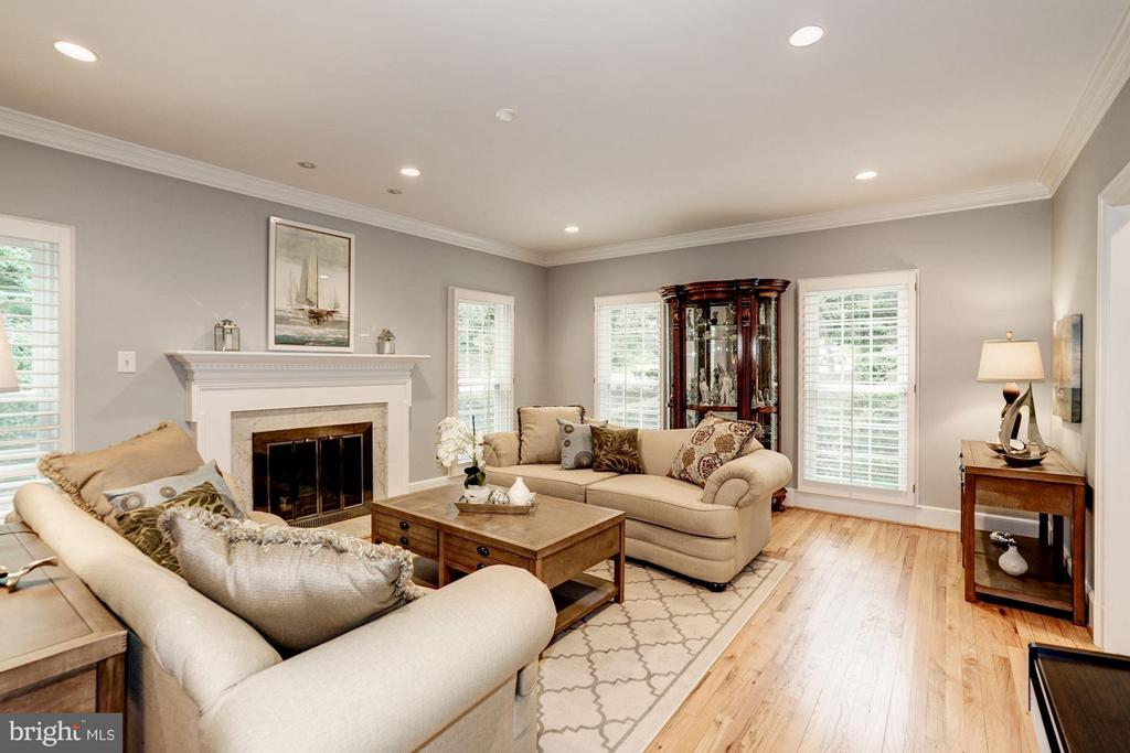 Sunlit Living Room w/ Recessed Lighting - 740 POTOMAC RIVER RD, MCLEAN
