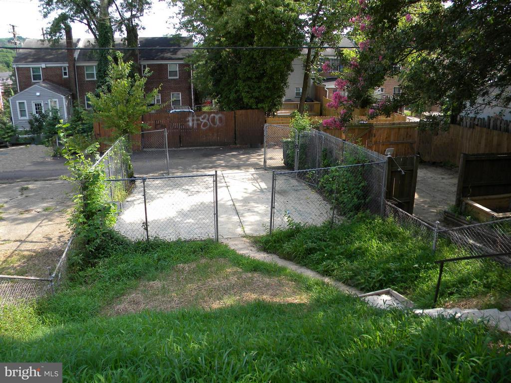 Private fenced parking spaces - 645 BRANDYWINE ST SE, WASHINGTON