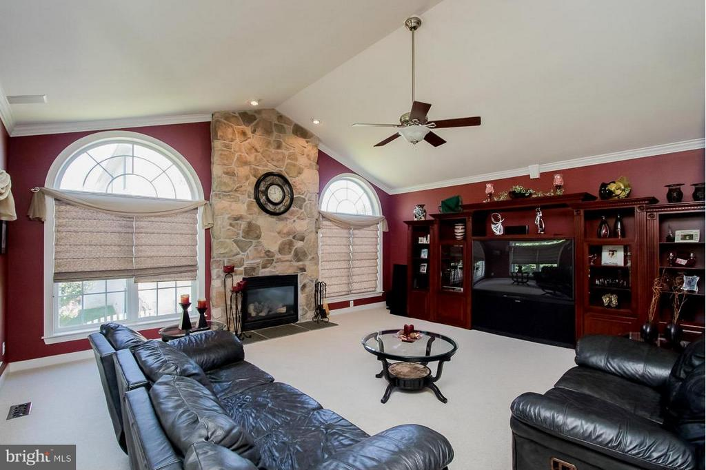 Family Room - 15 PINKERTON CT, STAFFORD
