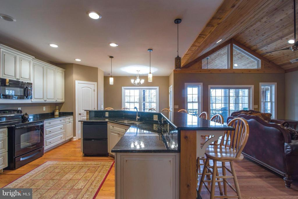 Open concept living/kitchen/breakfast nook - 14800 COMFORT LN, MINERAL