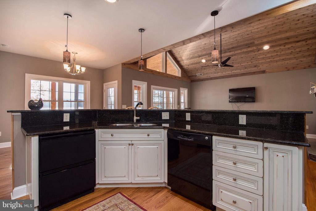 Kitchen w/granite counters - 14800 COMFORT LN, MINERAL