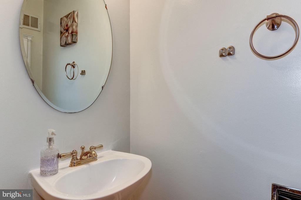 Bath - 44885 GROVE TER, ASHBURN
