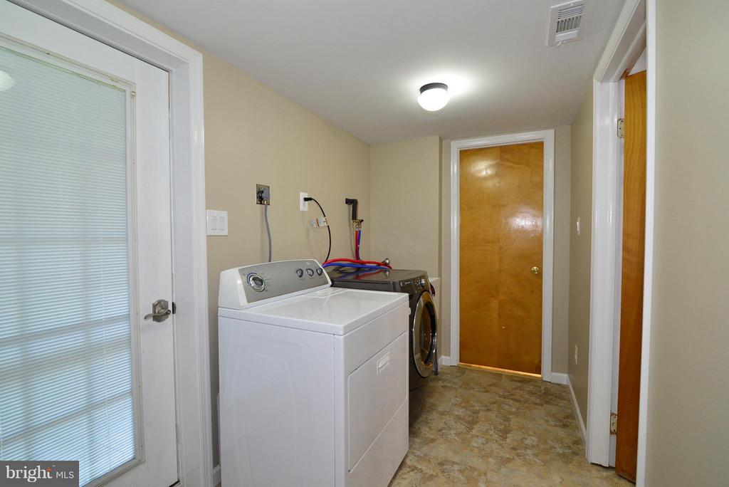 Lower level laundry room - 6401 NEWMAN RD, CLIFTON