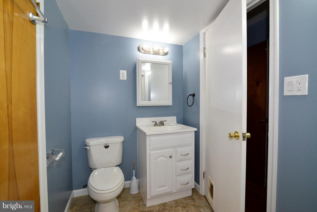 Lower level bath - 6401 NEWMAN RD, CLIFTON