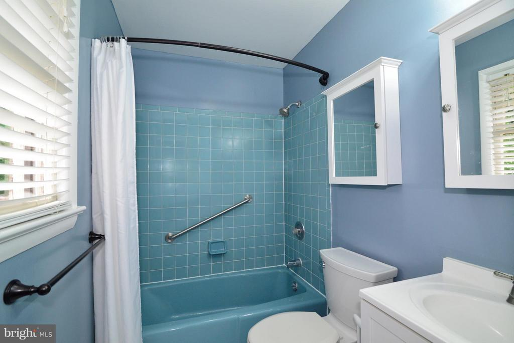 Master Bath - 6401 NEWMAN RD, CLIFTON