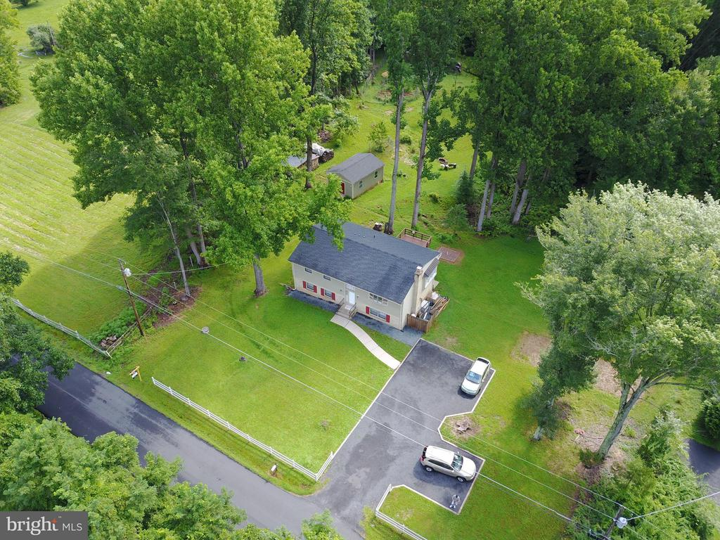 Aerial of turn-around driveway - 6401 NEWMAN RD, CLIFTON