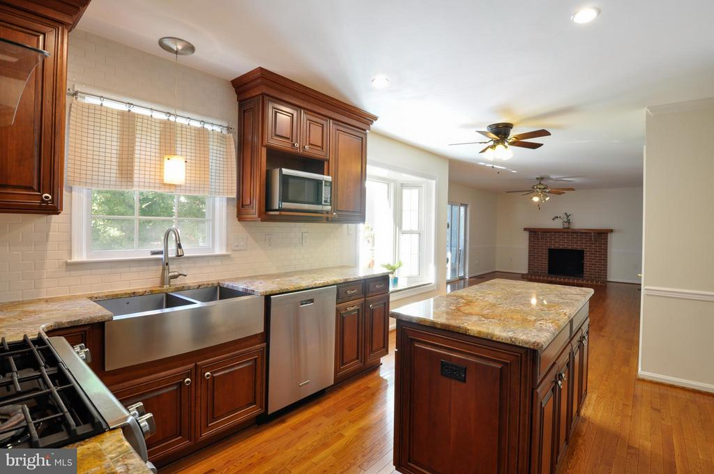 Kitchen - 14 OAKBROOK CT, STAFFORD