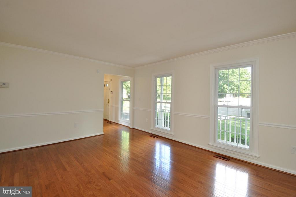 Bright and Spacious - 14 OAKBROOK CT, STAFFORD