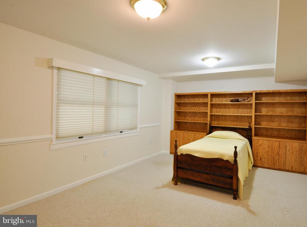 5th Bedroom Potential Office! - 14 OAKBROOK CT, STAFFORD