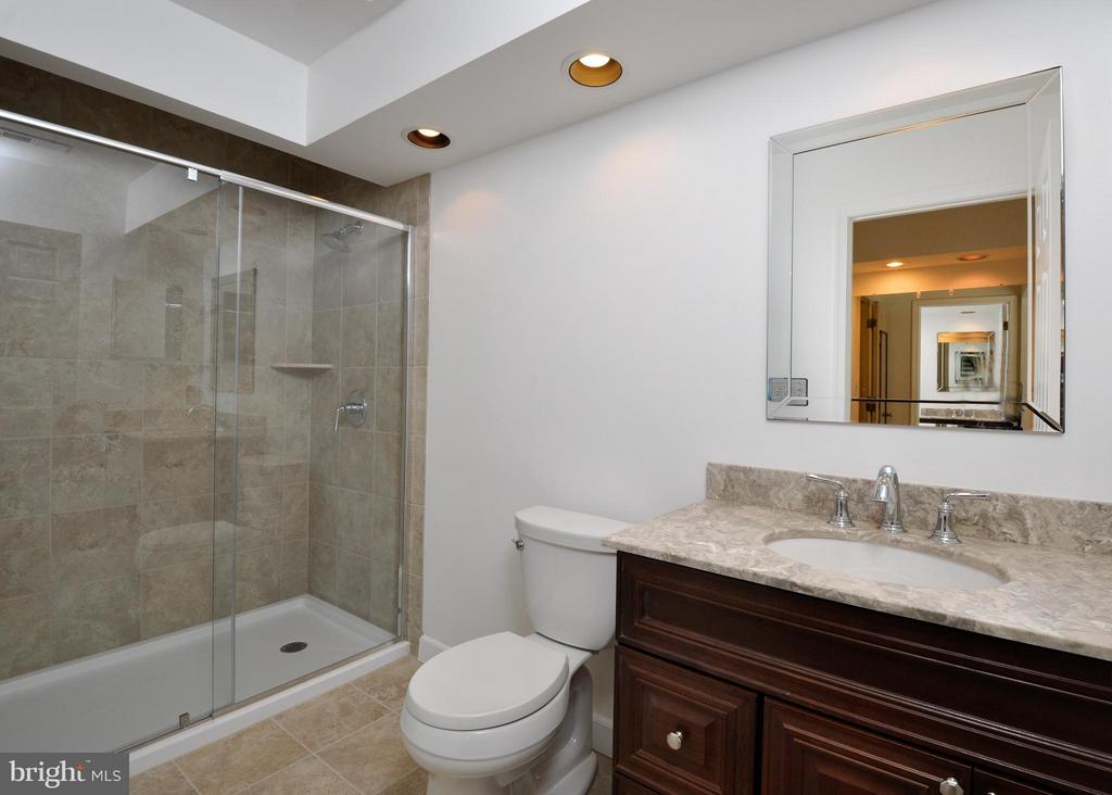 Updated Master Bath - 14 OAKBROOK CT, STAFFORD