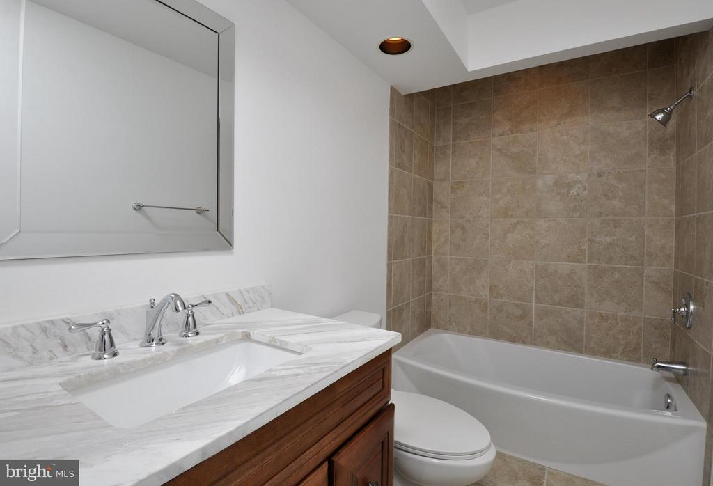 Updated Hall Bath - 14 OAKBROOK CT, STAFFORD