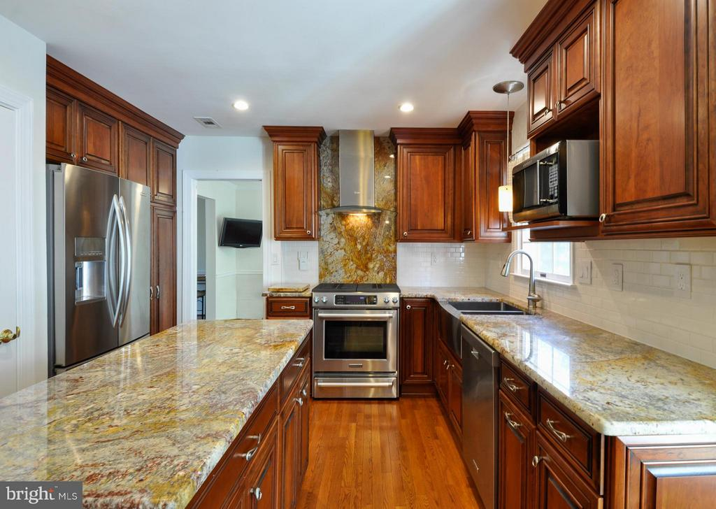 Stunning Granite - 14 OAKBROOK CT, STAFFORD