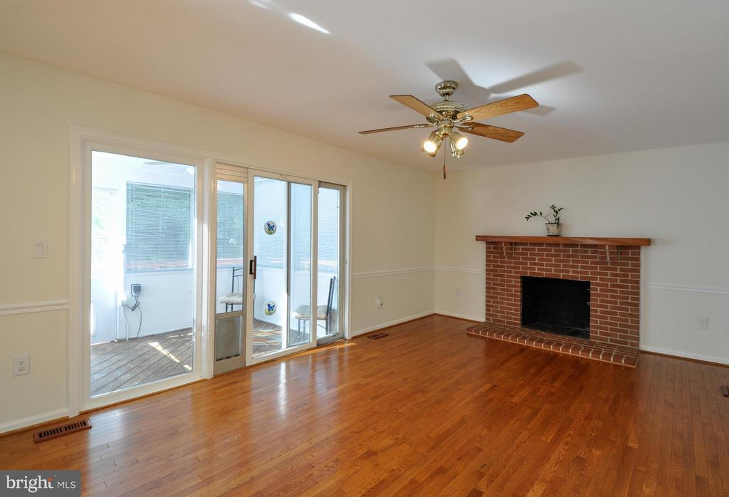 Cozy Family Room - 14 OAKBROOK CT, STAFFORD