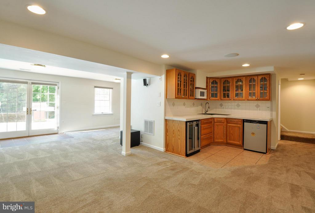 Spacious - 14 OAKBROOK CT, STAFFORD