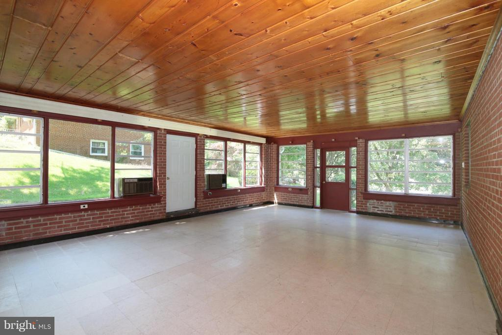 Large Sun Room with Views of Front and Backyard - 3812 SLEEPY HOLLOW RD, FALLS CHURCH
