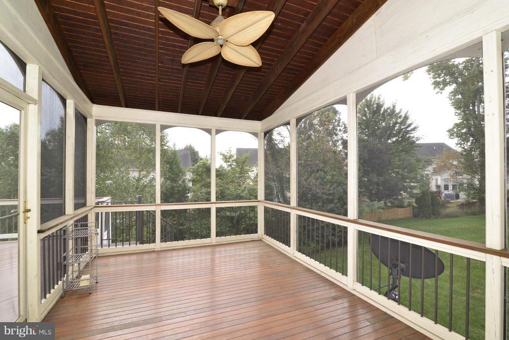 Beautiful Screened-In Porch - 43283 THADDEUS LN, LEESBURG