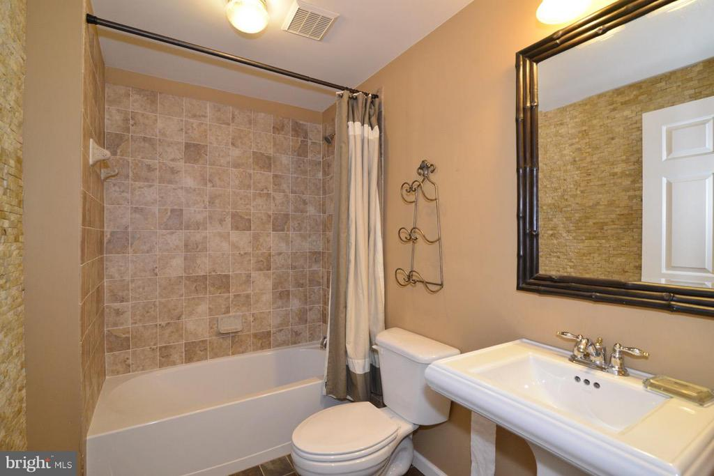 Lower Level Bath - 43283 THADDEUS LN, LEESBURG