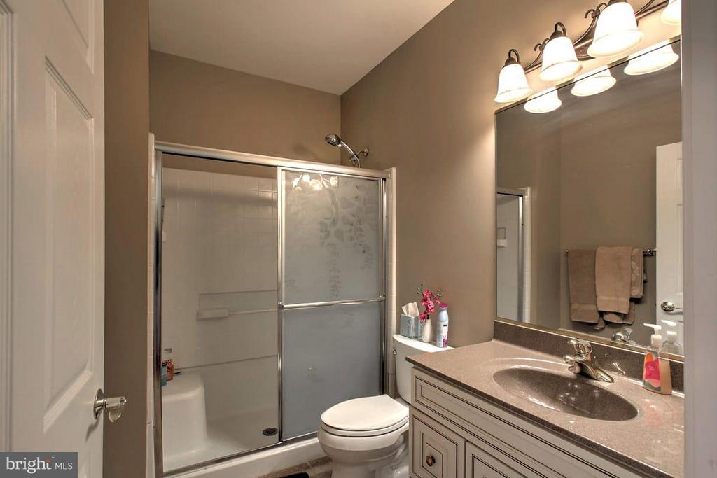 Second floor bath - 2921 DUCKER DR, LOCUST GROVE