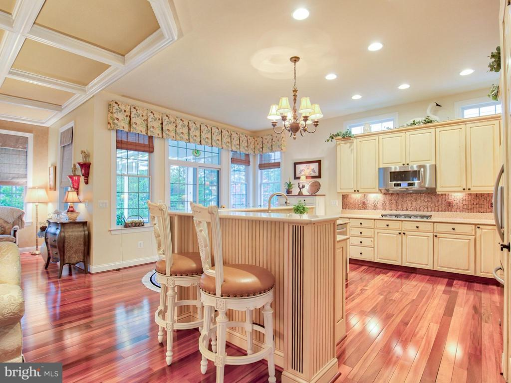 Custom cabinetry and hardwood flooring - 15467 CHAMPIONSHIP DR, HAYMARKET