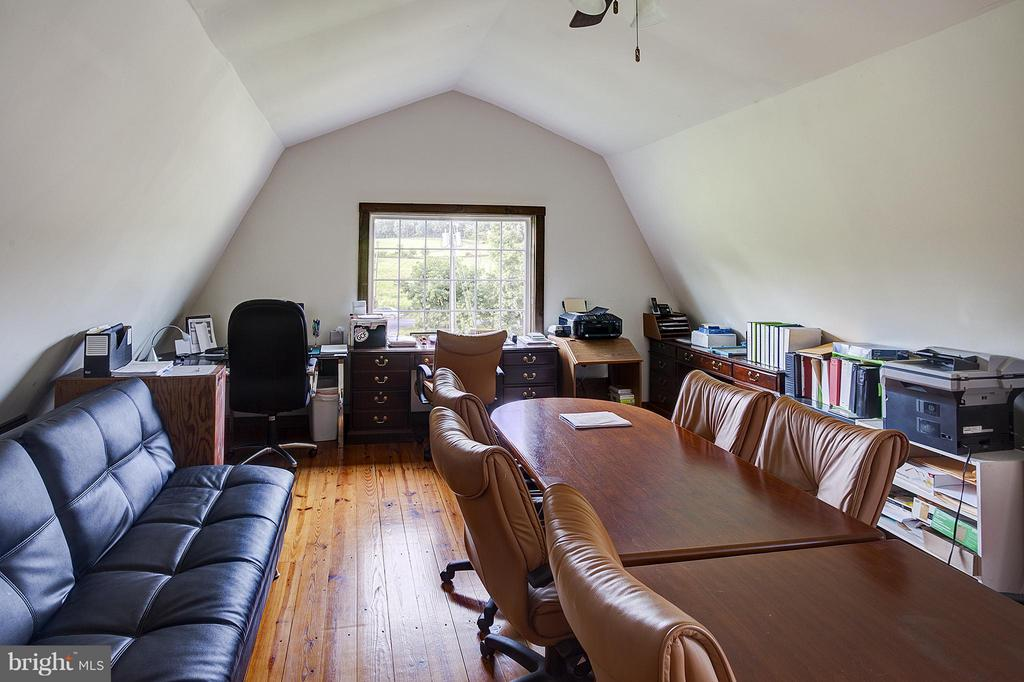 Office and conference room - 18195 DRY MILL RD, LEESBURG