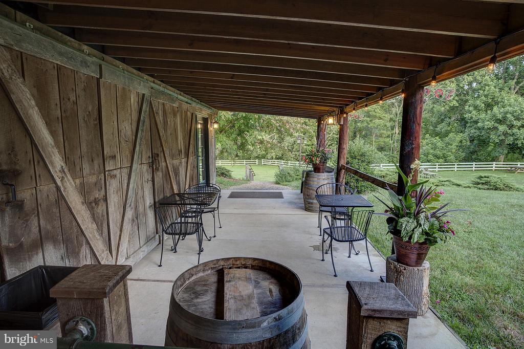 Covered seating - 18195 DRY MILL RD, LEESBURG