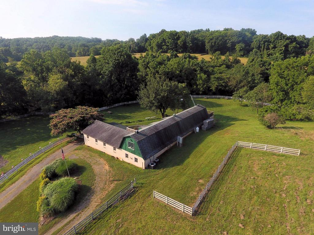 8+ acre property winery & tasting room - 18195 DRY MILL RD, LEESBURG