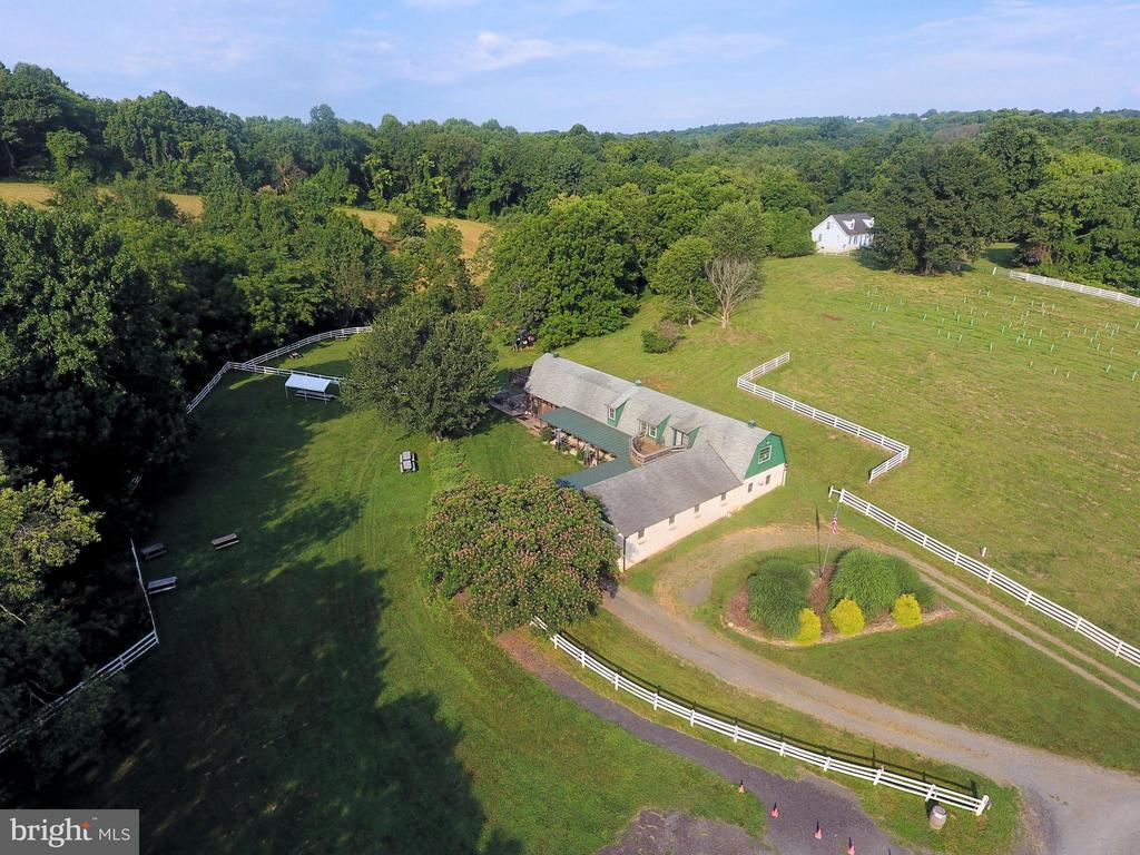 Ideal location with plenty of parking - 18195 DRY MILL RD, LEESBURG