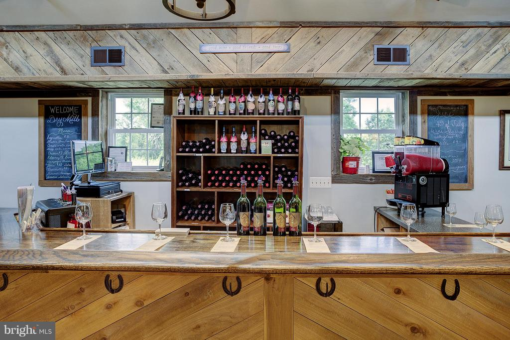 Tasting room main bar - 18195 DRY MILL RD, LEESBURG