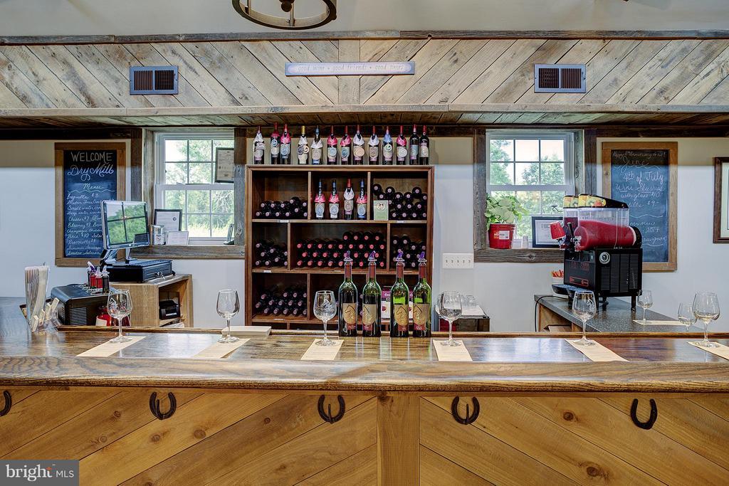 Tasting room main bar - 18195 DRY MILL RD, LEESBURG