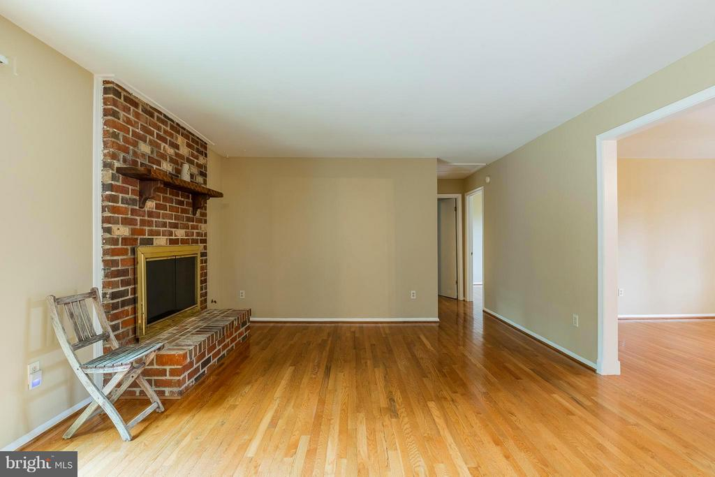 Family Room - 15128 SPRIGGS RD, WOODBRIDGE