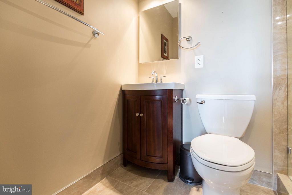 Bath (Master) - 1200 NASH ST N #806, ARLINGTON