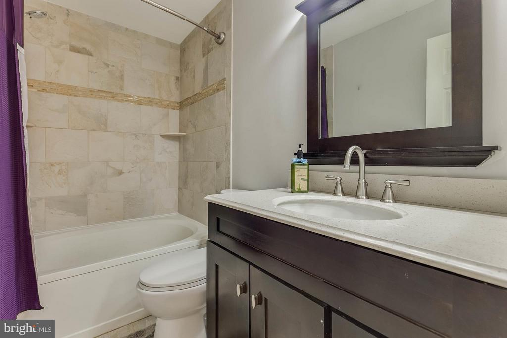 Beautifuly Renovated Master Bathroom - 6315 MARY TODD CT, CENTREVILLE