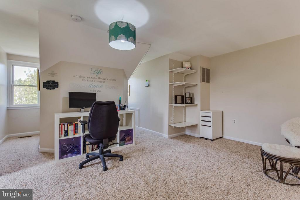 Bonus Loft Space Perfect for an Office - 6315 MARY TODD CT, CENTREVILLE