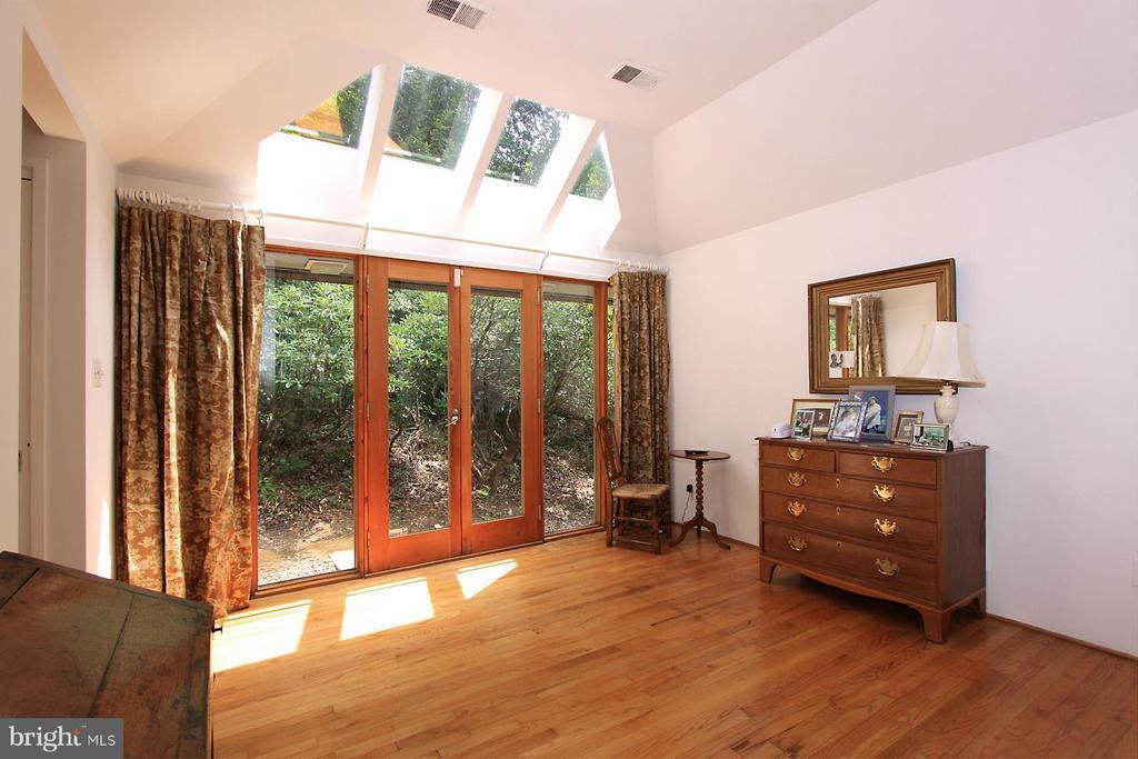 Bedroom (Master) - 7708 GEORGETOWN PIKE, MCLEAN