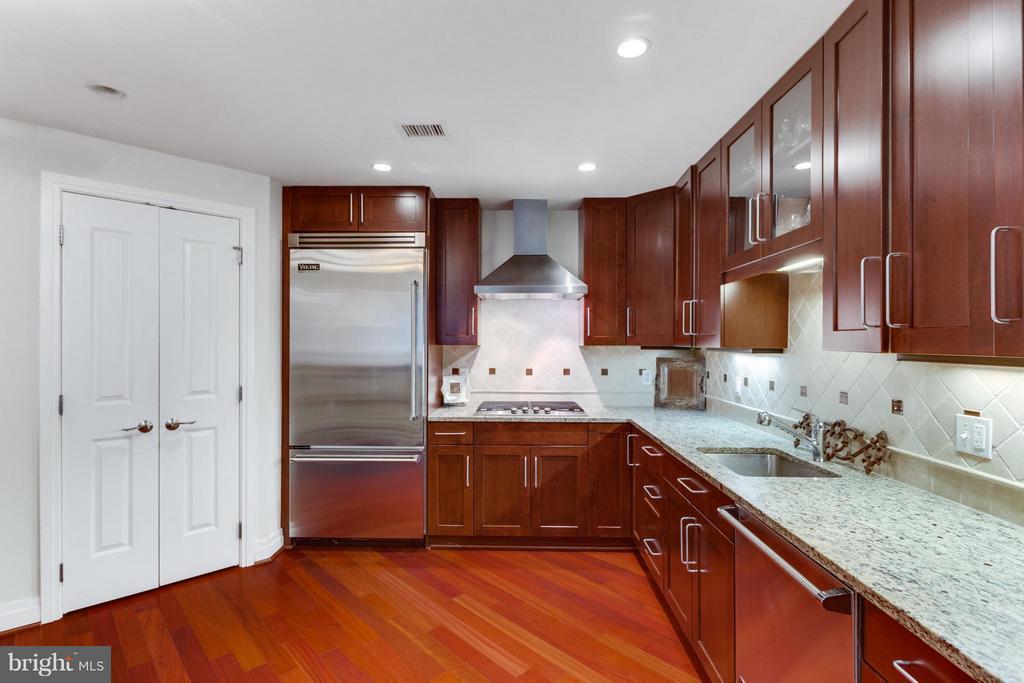Kitchen - 8220 CRESTWOOD HEIGHTS DR #316, MCLEAN