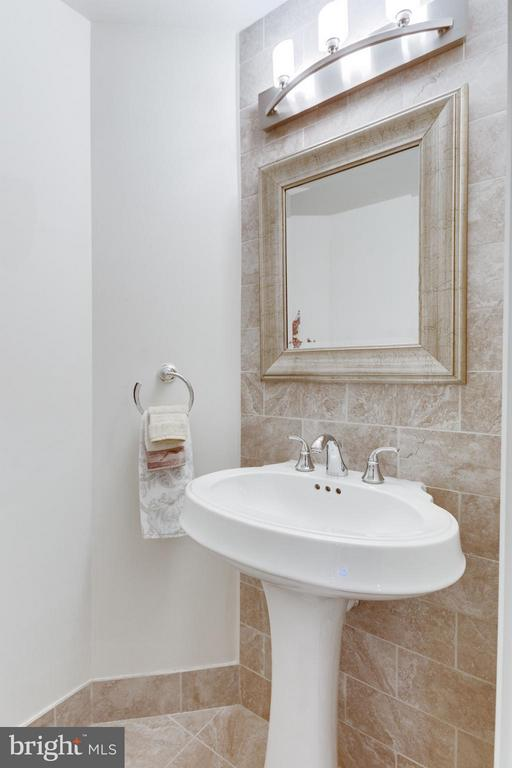 Bath - 8220 CRESTWOOD HEIGHTS DR #316, MCLEAN