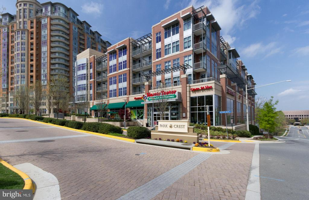 Community Shopping - 8220 CRESTWOOD HEIGHTS DR #316, MCLEAN