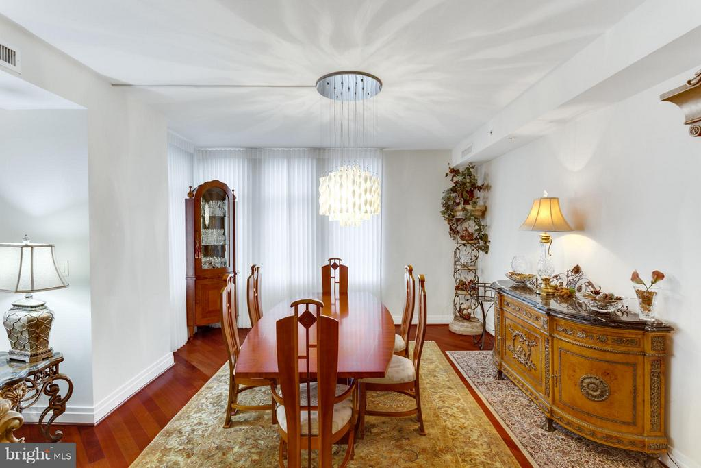 Dining Room - 8220 CRESTWOOD HEIGHTS DR #316, MCLEAN